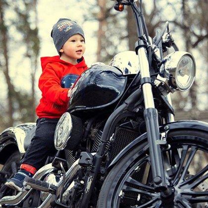 Детская фотосессия на мотоцикле